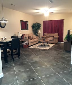 Brand New Apt!! 2bd/2.5ba- 1 Mile from I-24 & Mall - Paducah - Pis