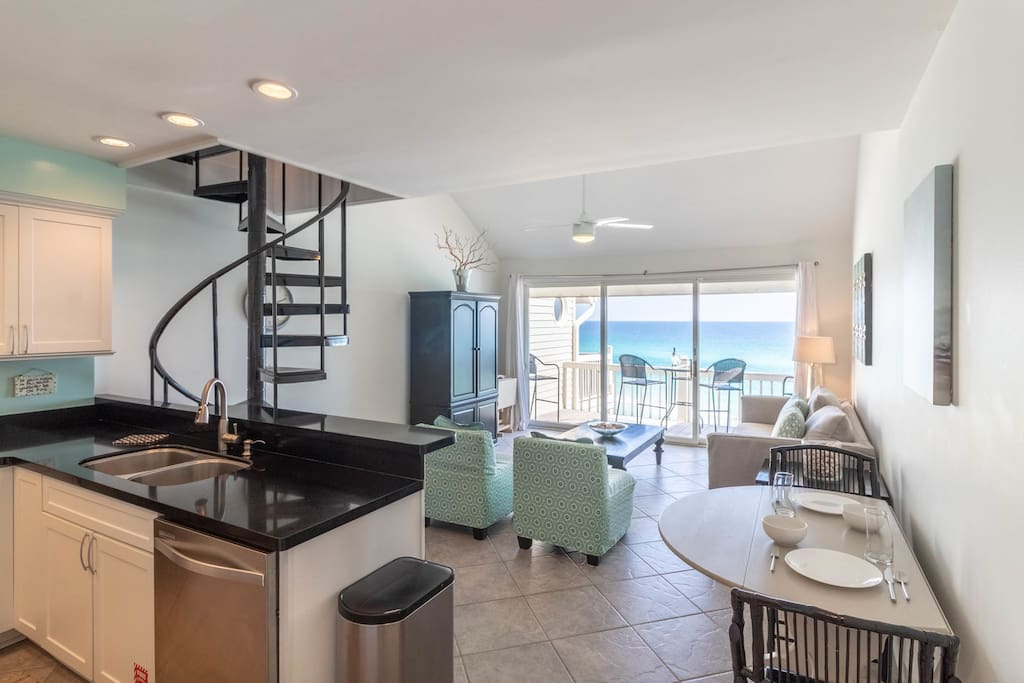 Paradise 30A~Mistral 21--Amazing Views, living room open to the kitchen and balcony.