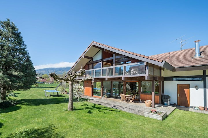 Beautiful garden home close to Lake Annecy
