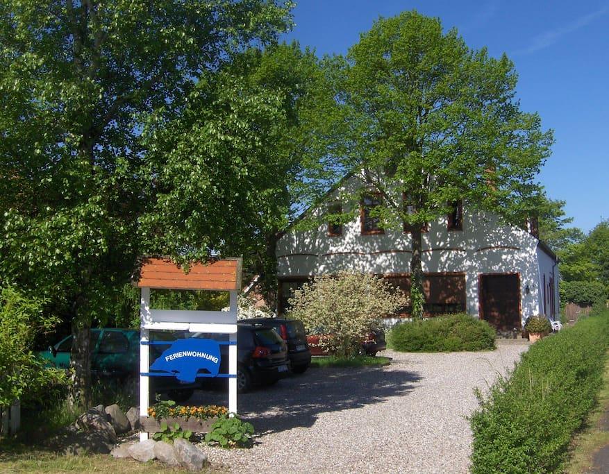 Die alte Puttgardener Dorfschule beherbergt heute Fehmarn-Urlauber