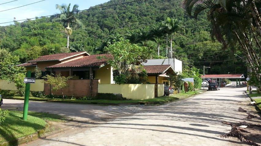Frente da casa (esquina)