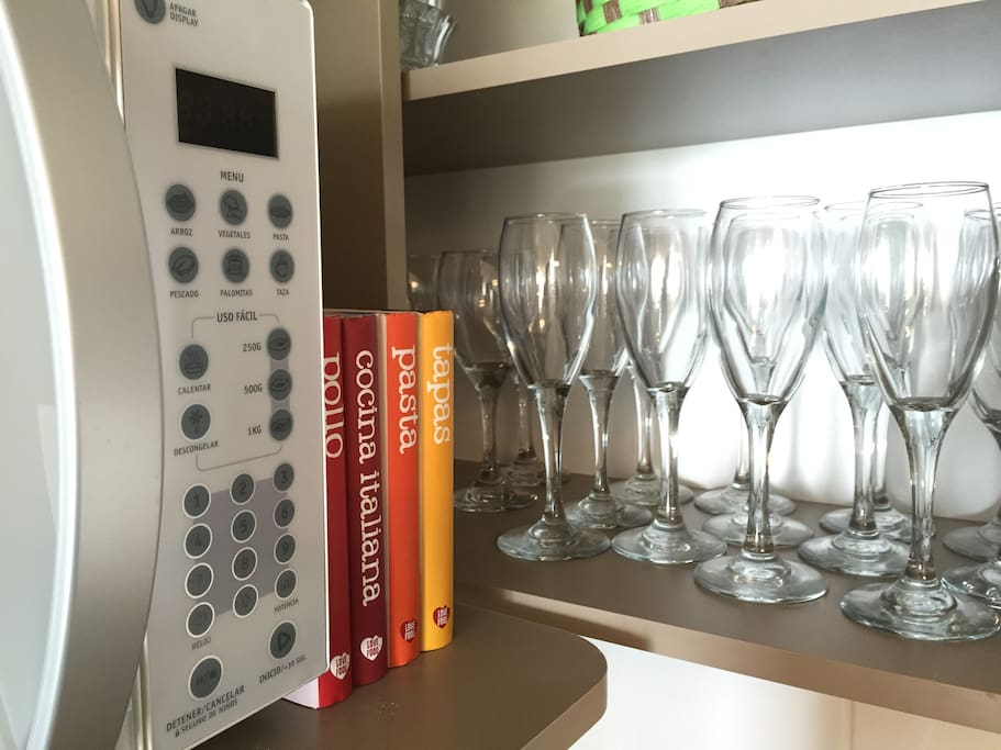 Si lo tuyo es la cocina disponemos de libros con novedosas recetas