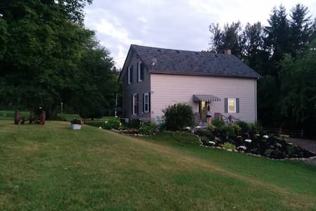Farmhouse near historic village - Millbrook - Casa