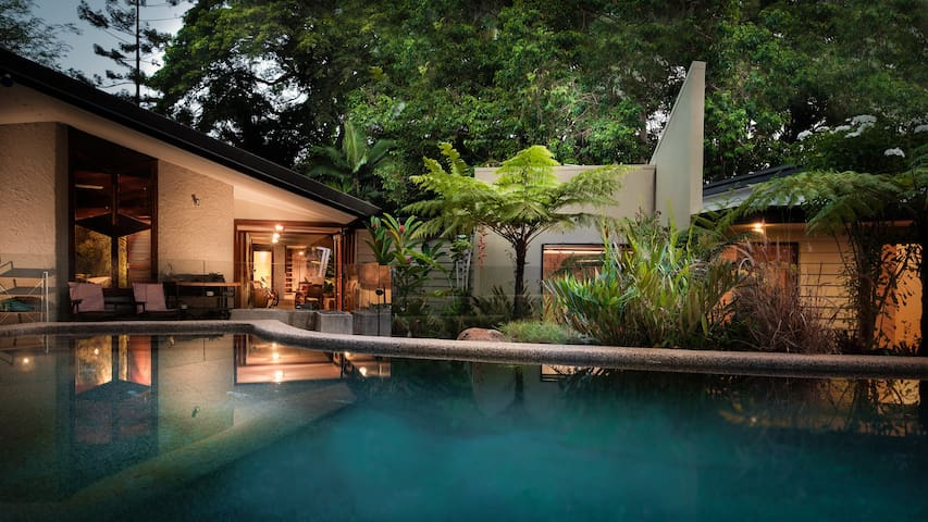 Oribin House, Unique Heritage Listed Tropical Home