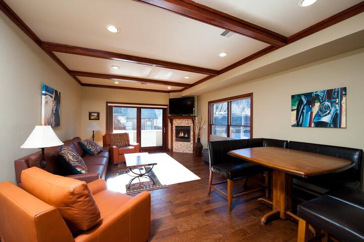 Heart of Downtown, Newly Furnished Pet Friendly Condo with Views