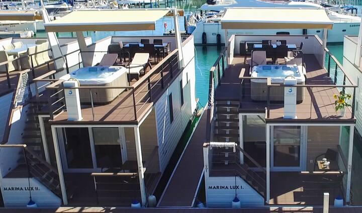 Floating house Marina Lux