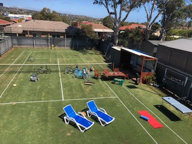 Lawn Tennis Court (Floodlit), 4 x Sun Lounges, 4 x Unisex Bikes, Yoga Mat, Massage Table, Fishing Trolley, Cricket Set, Pump Track Bike, Skateboards, Basketballs  & just about every other ball sport.  Play and Relax@Brighton Beach Retreat