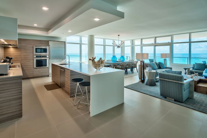 LUX 1998 ❈ LUXURY MODERN 3 BR ON THE BEACH!