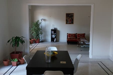 Room in centrally located, spacious apartment - Bayrut