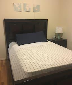 Beautiful Room/ 5min Tanger Outlets Deer Park - เดียร์ พาร์ค - บ้าน