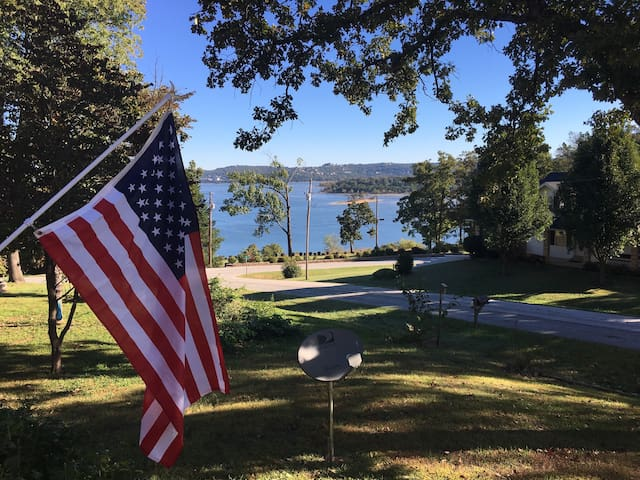 Enjoy Table Rock Lake in my home with a view! - Ridgedale - Casa