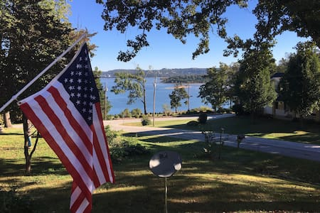 Enjoy Table Rock Lake in my home with a view! - Ridgedale - Hus