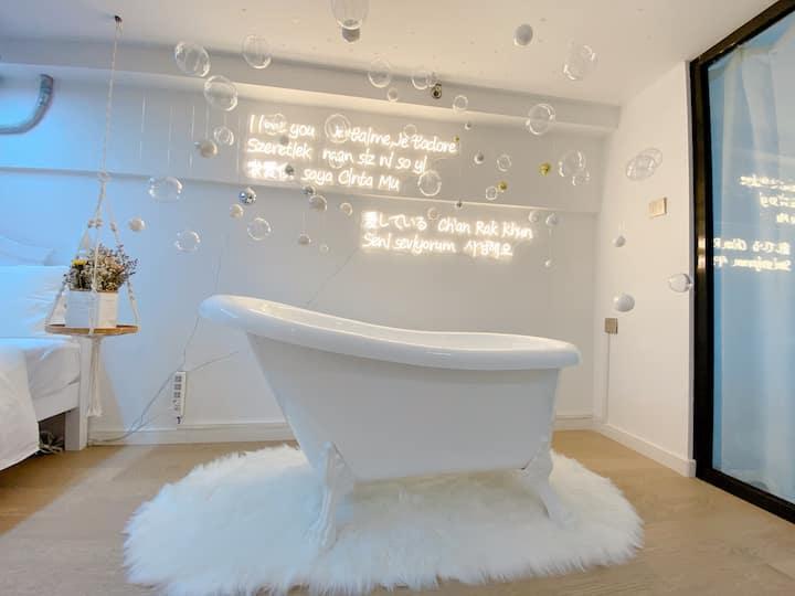 冬雪/少女浴缸/桌游三国杀/近拱北口岸/两室一厅/超大空间/巨幕投影/家庭亲子房