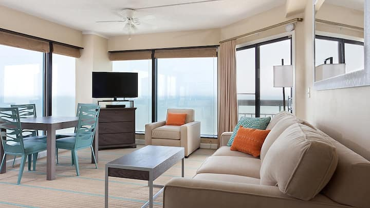 OCEANFRONT 1BR Dlx@ Resort by Pier & Broadway MORE