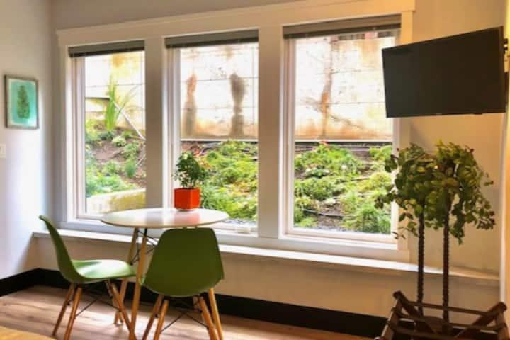 Dolores Garden Suite
