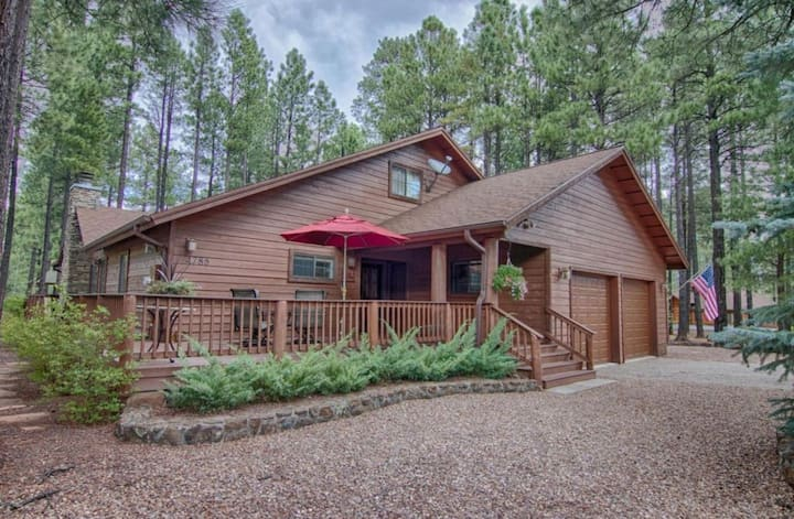 4 bedroom, 4 bath Pinetop escape w/ Tesla HPWC
