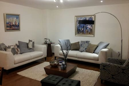 Spacious modern fully equipped apt