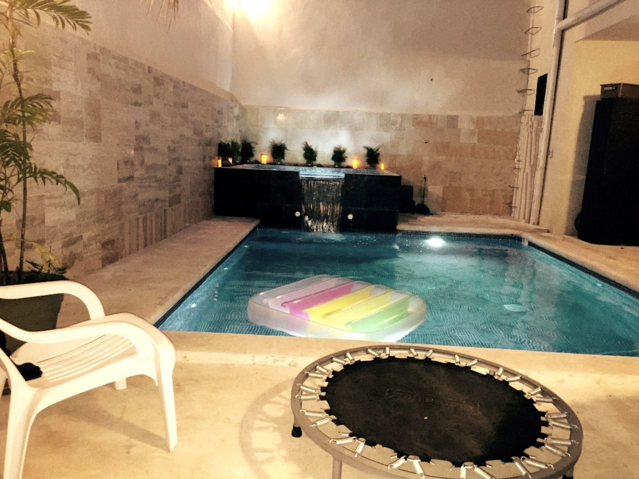 PISCINA Y JACUZZI DE USO EXCLUSIVO.