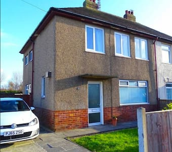 RECENTLY REFURBISHED Four bedroom property in FY7
