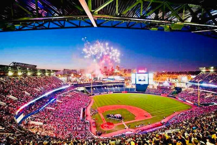 NEW ATL Braves APT! Walk 2 Suntrust Park! Sleeps 6