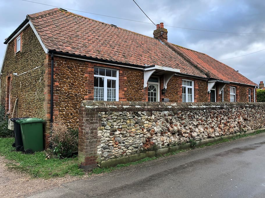 Welcome to 8 Sea Lane, The Cottage by the Sea