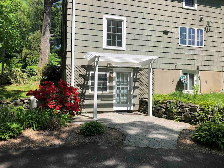 Private One Bedroom Apartment in Middlebury, CT