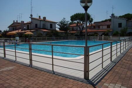 Villetta in residence con piscina madi 22 - Appartement