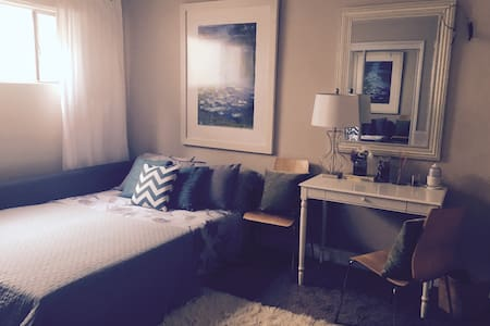 Prvt Room - 2 miles to LAX - Apartment