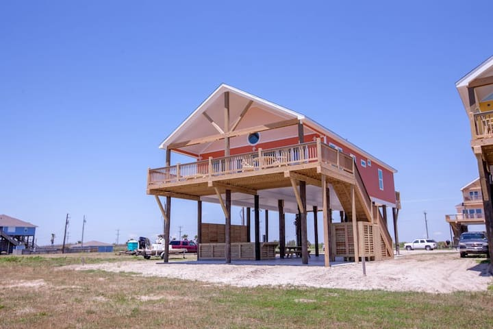 Mariposa New! Beachfront.3 BR, 3BTH, Gourmet kitchen, Beachfront  Awesome Deck