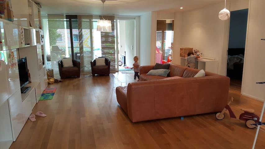 Moderne, grosse, kinderfreundliche Wohnung - Belp - Apartment