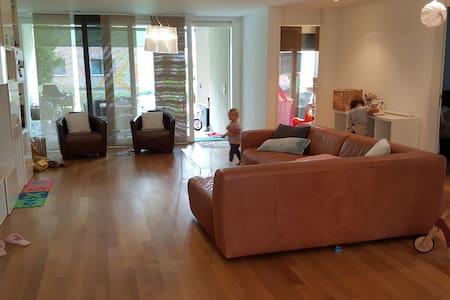 Moderne, grosse, kinderfreundliche Wohnung - Belp - Wohnung