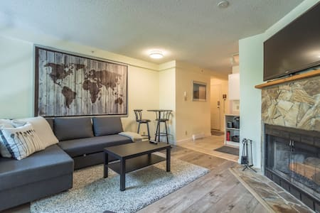 Cozy 1 bedroom Creekside Condo