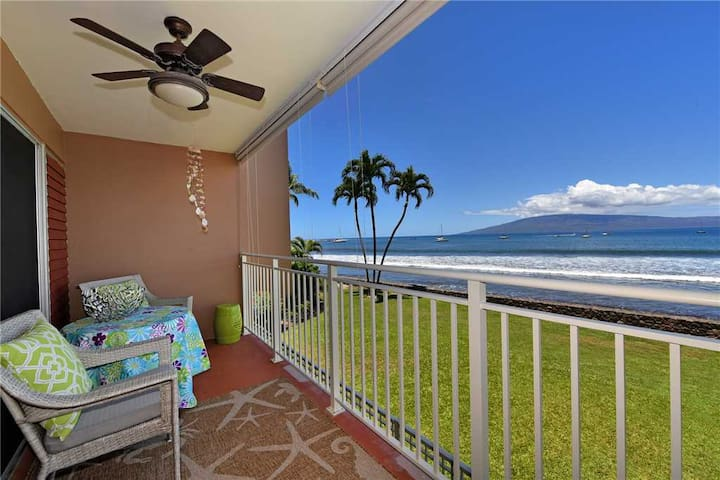 1 Bedroom Ocean Front Condo in Lahaina Town - Sleeps 4 - Lahaina Roads #204
