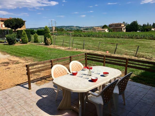Petite maison au cœur des vignes.