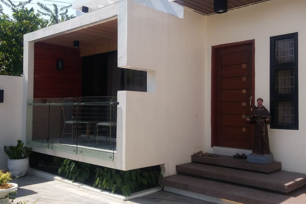 Front with a small terrace in front of the bedroom