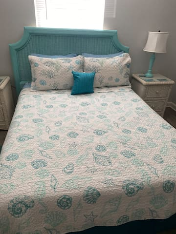 Queen size comfy bed with nightstands and lamps on both sides