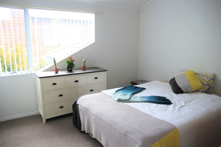 Choice of 2 Singles or Queen bed with own bathroom
