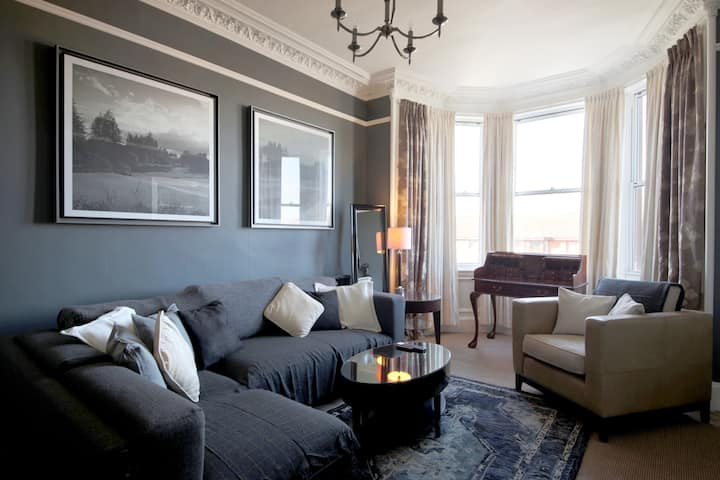 Beautifully presented, spacious two bed apartment!