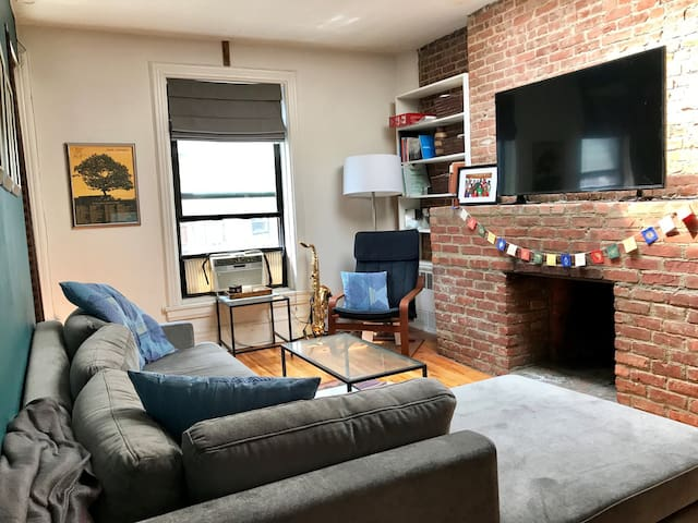 Beautiful 1 bedroom - 2 Blocks from Central Park