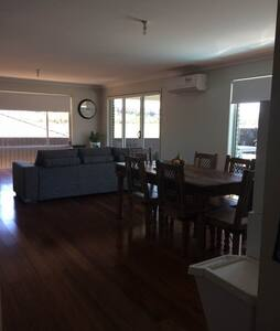 modern 4 bdrm, large deck, pool & spa - Ballina