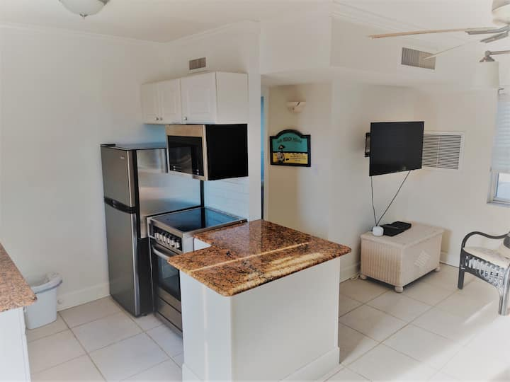 Beautiful condo just steps away from the beach!