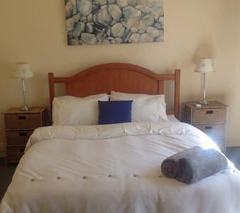 City fringe cottage, sleeps 5+ - Prospect - Dom