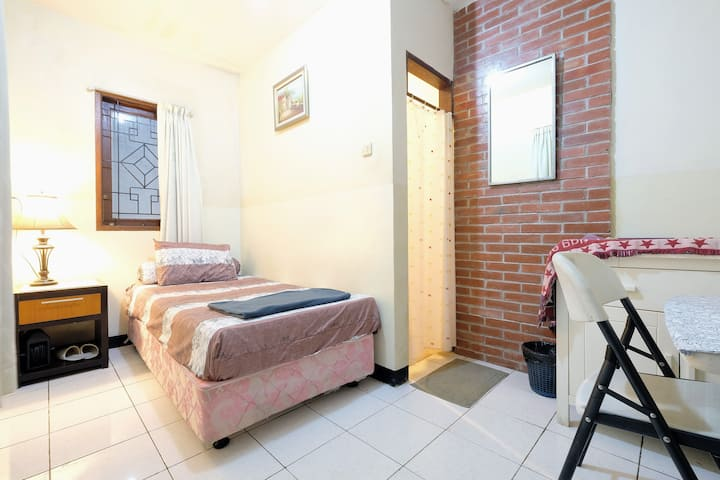 Cheap, quite, cozy rooms in Tebet Central Jakarta
