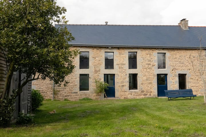 Beautiful renovated longhouse in Brittany's heart