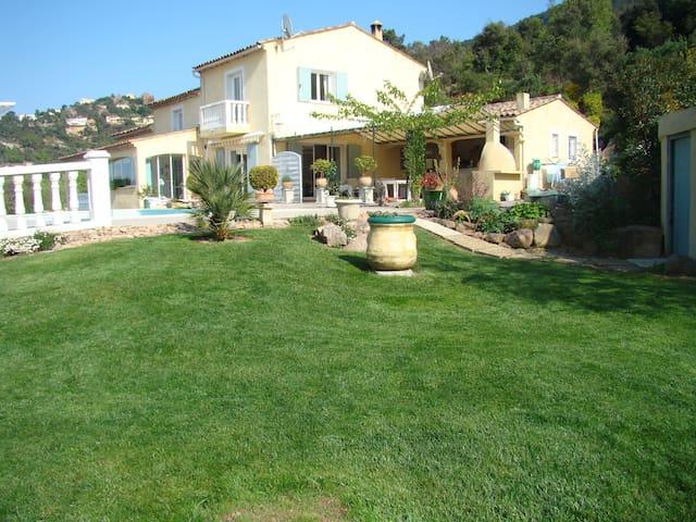 villa dans le coeur de l'esterel - Fréjus - Rumah