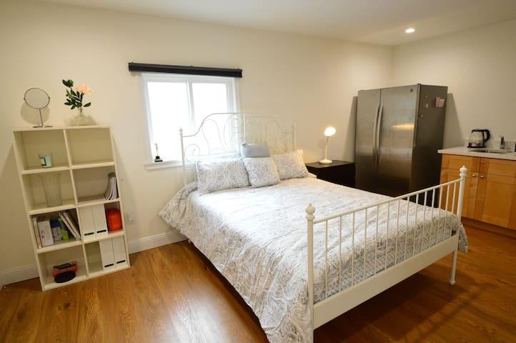 155Rm1 Quiet Cozy Bedroom w/ Private Bath & Entry