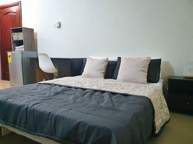 Cozy Labadi Room with photo and recording studio