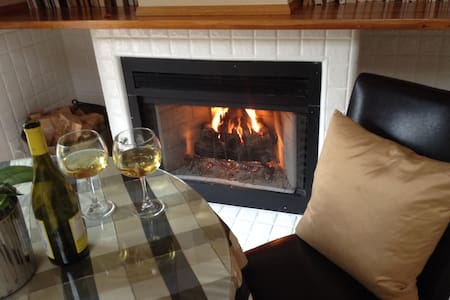 """Sunny, Luxurious Retreat for Two-- """"The Glen"""" - Scotts Valley - Bed & Breakfast"""