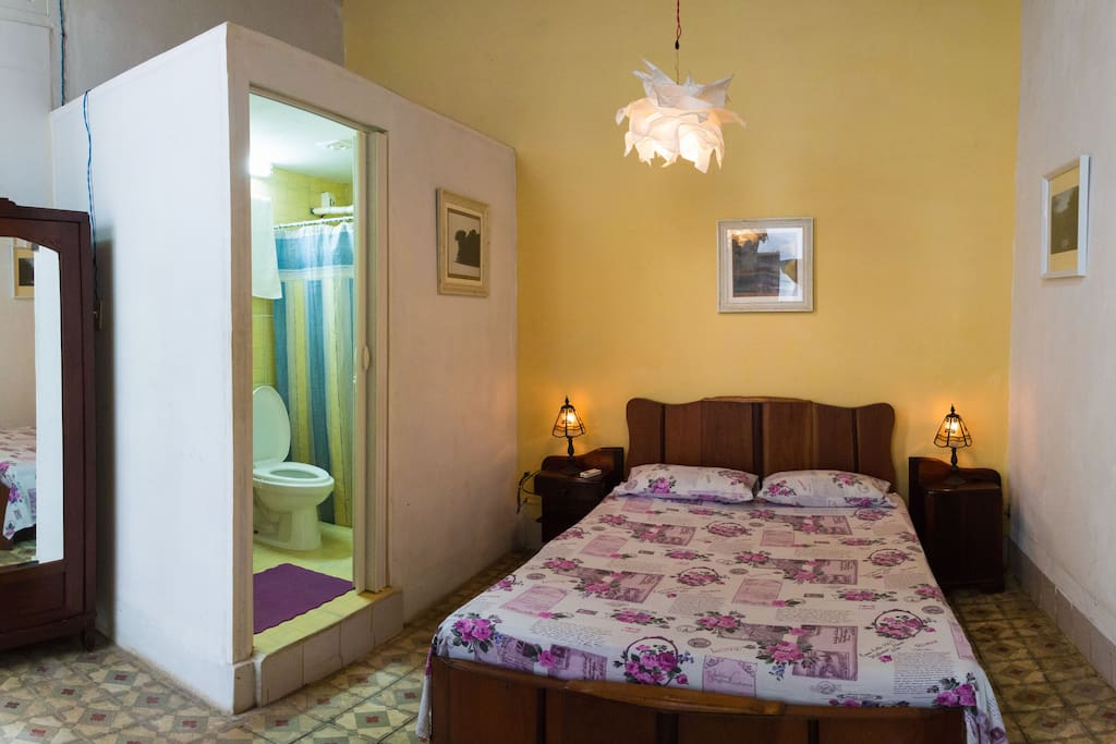Room with private bathroom and AC