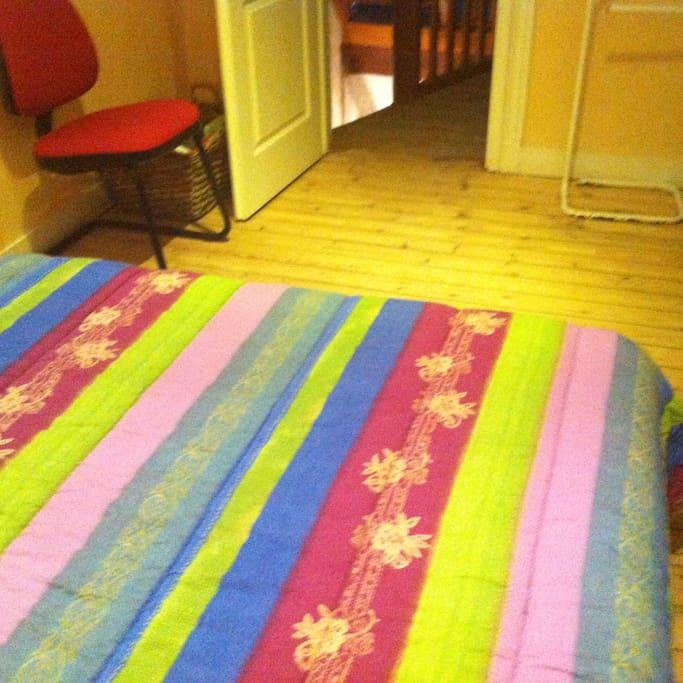 la chambre et son parquet naturel